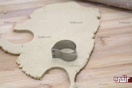 باز کردن و قالب زدن خمیر