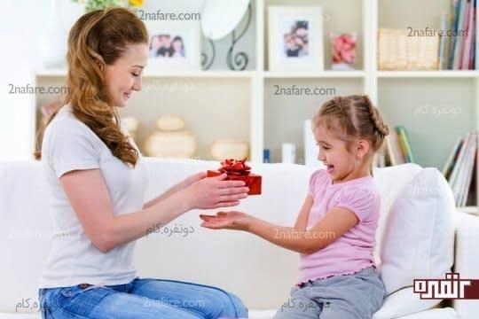 بعد از انجام کارهای خوب فرزندتان را تشویق کنید
