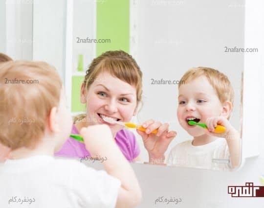 در مقابل فرزندتان مسواک بزنید