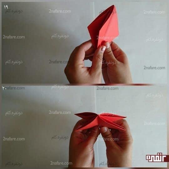 باز هم دو مثلث در سمت چپ قرار دارد و دو مثلث در سمت راست