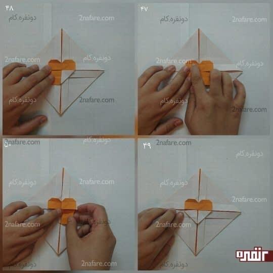 دو مربع پایین را از قطر تا کنید تا به شکل مثلث شود