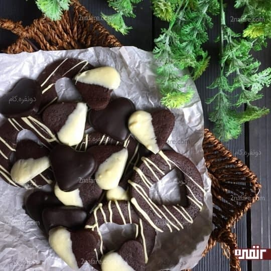 بیسکوییت کاکائویی با روکش شکلات