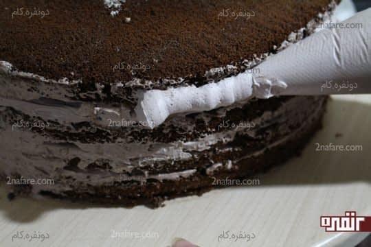 پوشاندن دورتا رور لایه های خارجی کیک