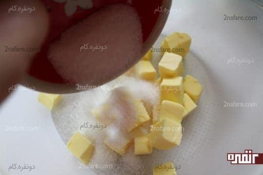 ریختن شکر روی کره نرم