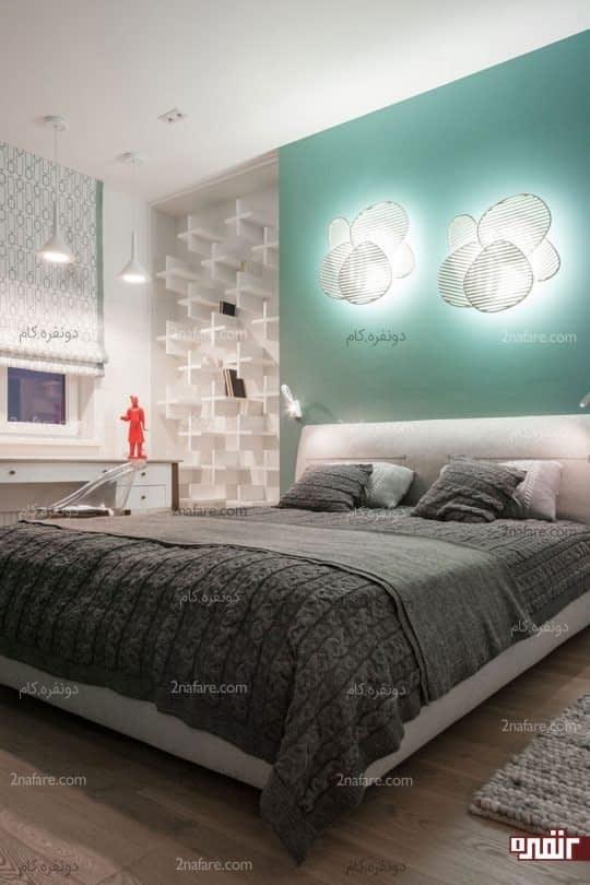 طراحی دیوار پشت تخت خواب با لوسترهای هم شکل
