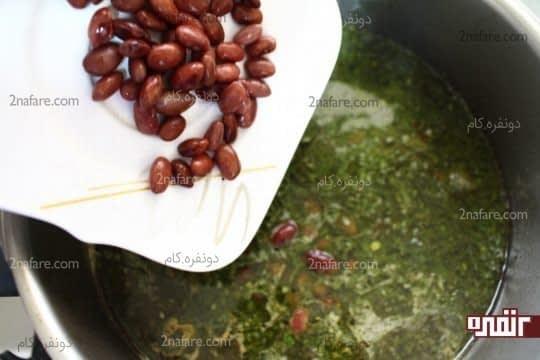 افزودن لوبیا پخته شده