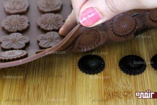 خارج کردن شکلات از قالب