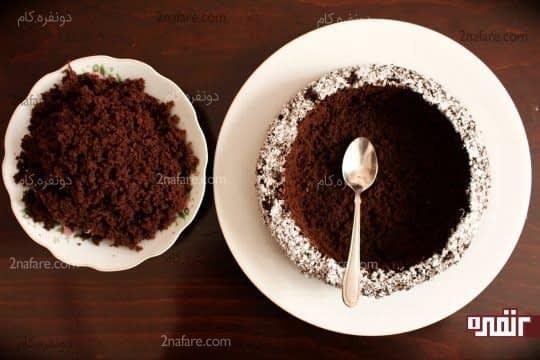 خالی کردن داخل کیک