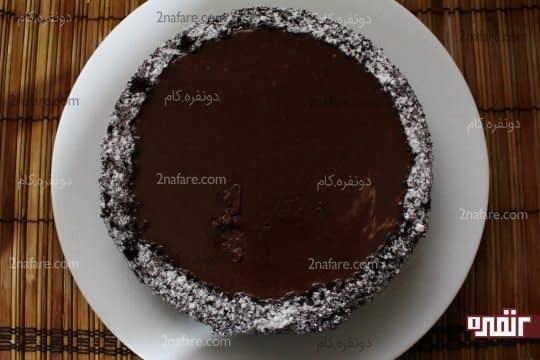 ریختن لایه شکلاتی روی لایه اول