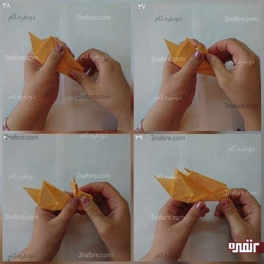 مثلث بزرگی که چند بار تا کردید و قرینه شده است را از وسط تا کنید و روی هم قرار دهید