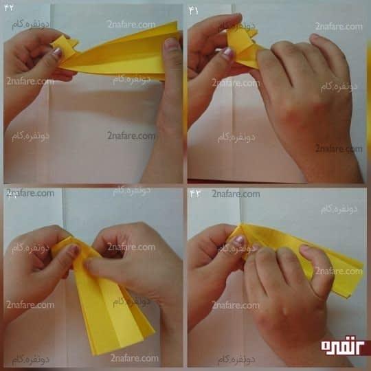 مستطیل که دو لایه شده است را با دست چپ بگیرید و لایه رویی را به ضلع ذوزنقه برسانید