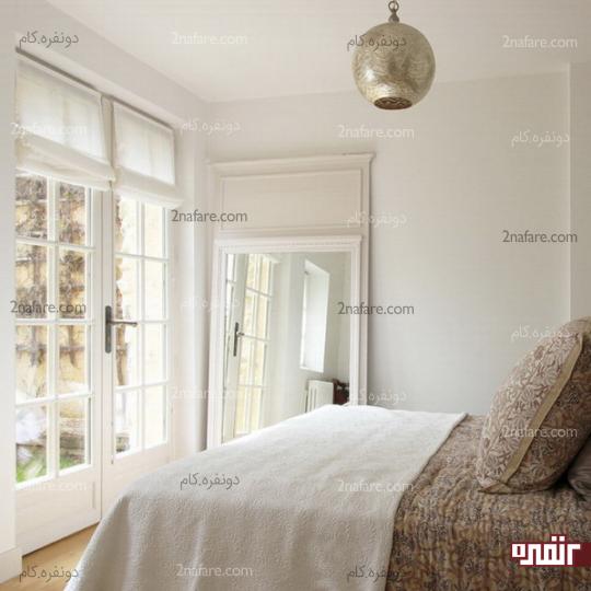 انعکاس نور پنجره و ایجاد روشنایی بیشتر برای اتاق خواب