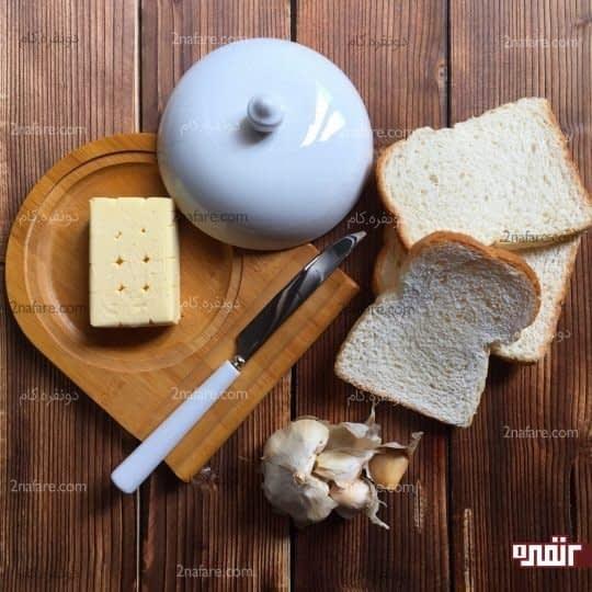 مواد لازم برای تهیه نان سالاد با طعم سیر
