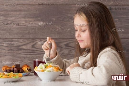آگاهانه غذا بخورید و پرخوری نکنید