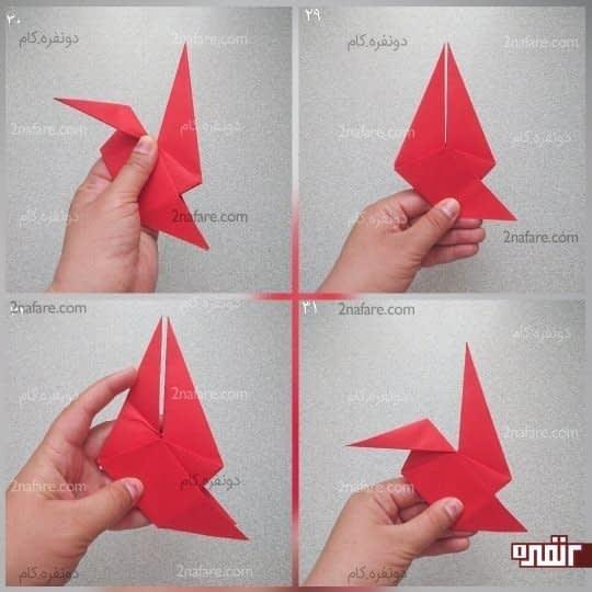 برای درست کردن دمش باید مثلث سمت چپ را مانند شکل به صورت اریب تا کنید