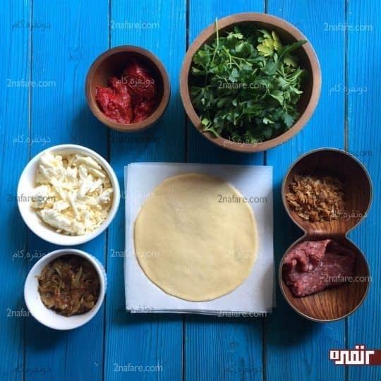 مواد لازم برای تهیه پیراشکی گوشت و پیاز کاراملی