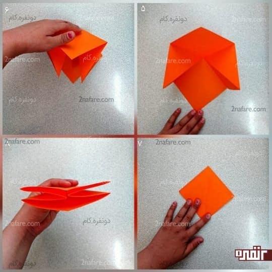 کاغذ را برگردانید و از یک قطر، دو طرف آن را بگیرید و به هم نزدیک کنید تا یک مربع کوچک به دست بیاید