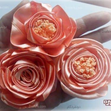 گل های رز با روبان