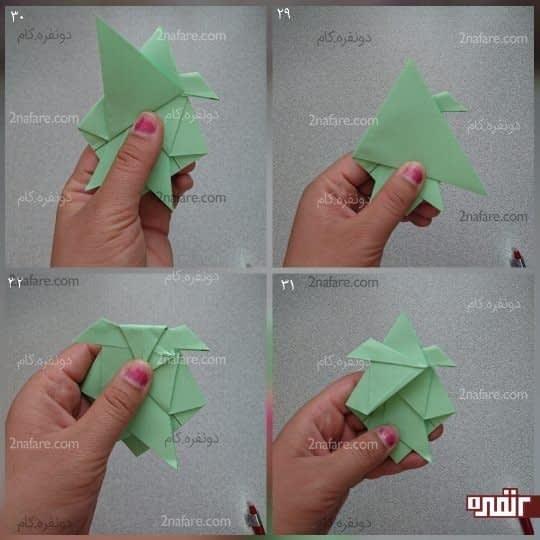 گوشه سمت چپ مثلث بزرگ را به سمت راست بیاورید و تا کنید