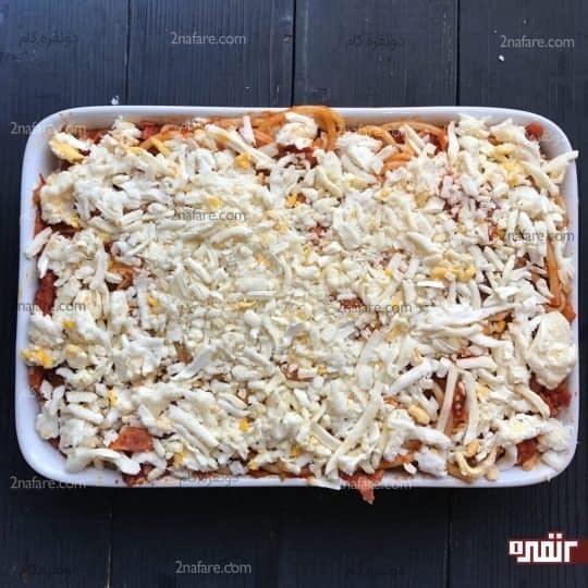 اضافه کردن پنیر پیتزا