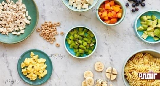 تکه های کوچک مواد غذایی برای نوزاد