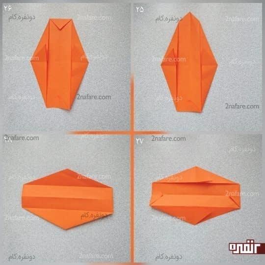 گوشه های بالا و پایین کار را تا سر دو مثلث بزرگتر تا کنید تا دوباره دو مثلث کوچکتر درست شود