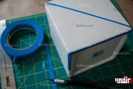 استفاده از نوارهای باریک چسب برای مشخص کردن محدوده ی رنگ آمیزی