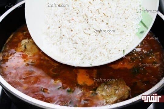 اضافه کردن برنج به سس استامبولی