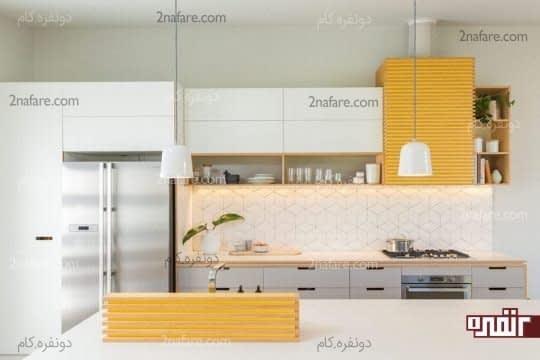 رنگ زرد در کنار رنگ های سفید و خاکستری در فضای آشپزخانه