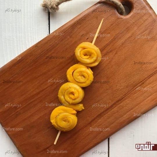 رول مرغ چوبی