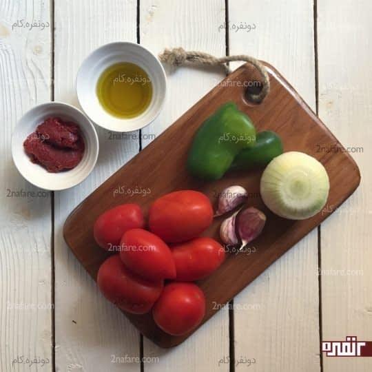 مواد لازم برای تهیه سس گوجه فرنگی با طعم سیر و فلفل