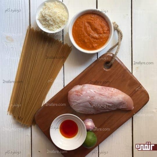 مواد لازم برای تهیه پاستا با مرغ چوبی