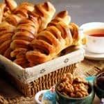 طرز تهیه نان خرما پیچ (اشترودل خرمایی) مرحله به مرحله
