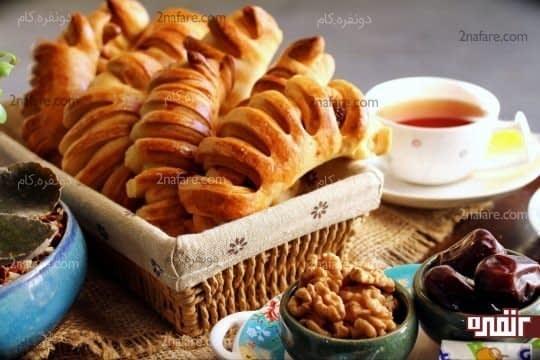 نان خرما پیچ (اشترودل)