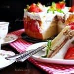 طرز تهیه کیک توت فرنگی خامه ای مرحله به مرحله