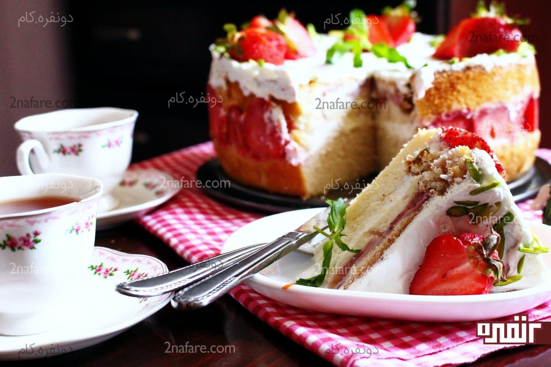 کیک توت فرنگی2