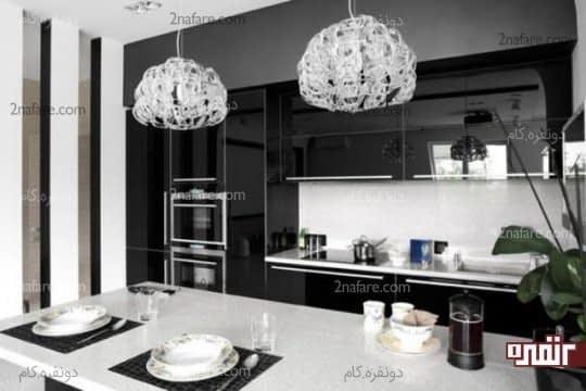 آشپزخانه ای مدرن با ترکیب رنگ سیاه و سفید