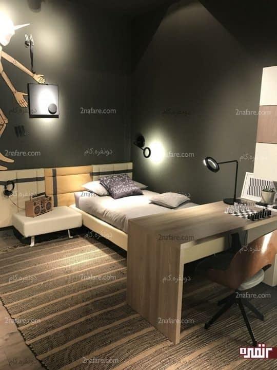 اتاقی دنج و زیبا با قرار دادن میز در پای تخت