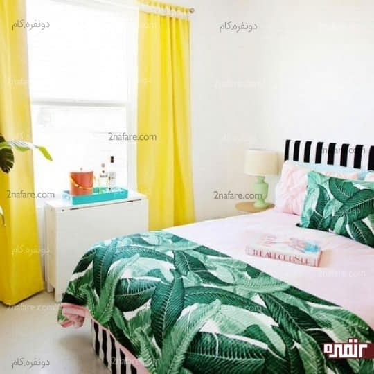 اتاق خواب تابستانی با رنگ های روشن و رو تختی با طرح برگ درخت موز