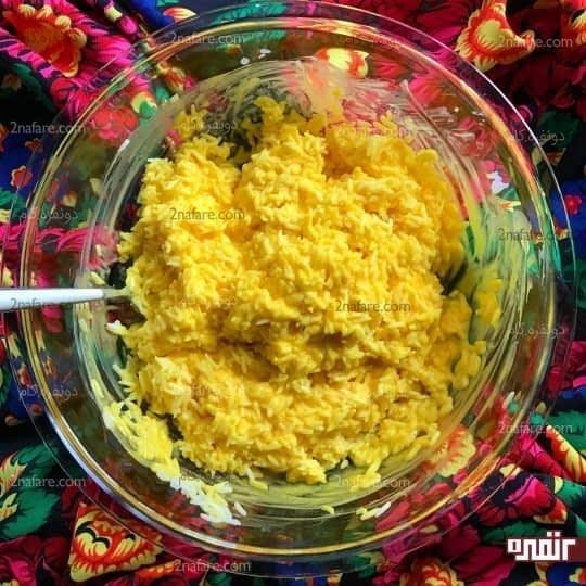 اضافه کردن برنج به مخلوط