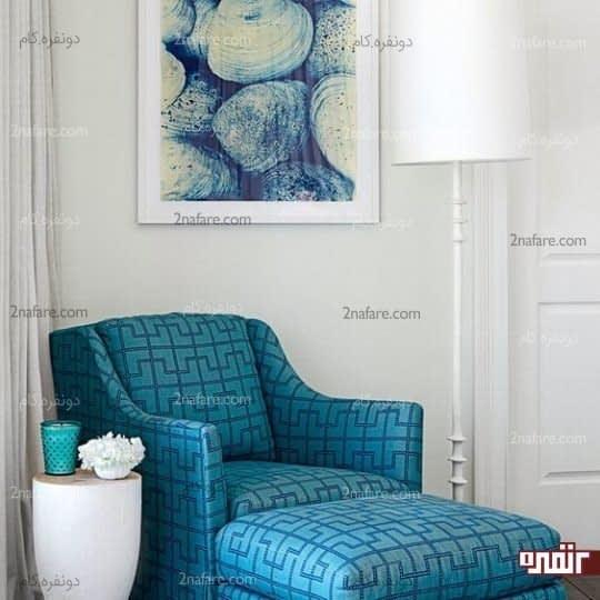 دکور زیبا با صندلی آبی