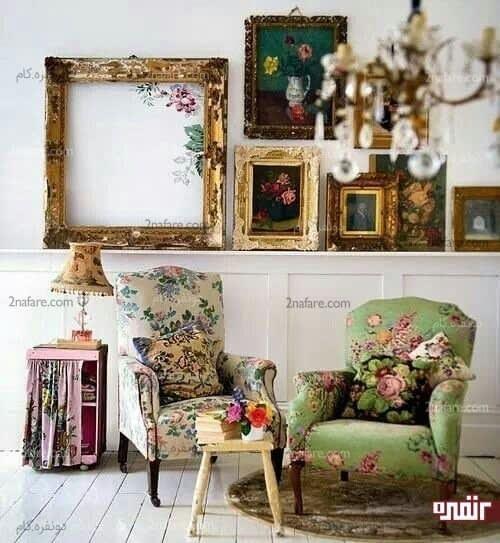 دکور زیبا با صندلی های گلدار