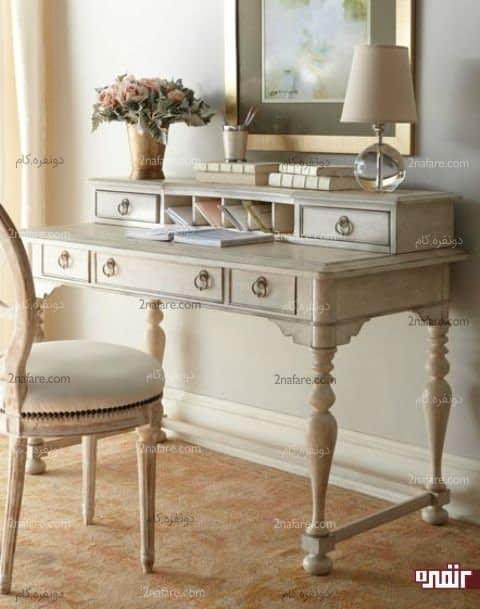 میز عتیقه به عنوان فضای کاری زنانه