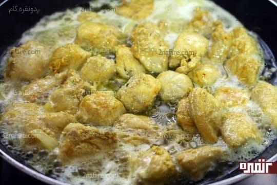 پختن مرغ همراه با آب