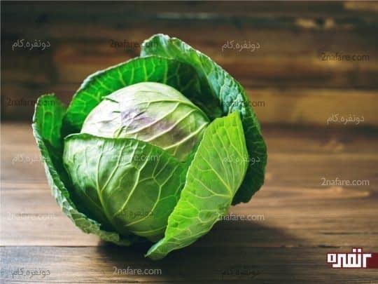 کلم سبز دسری کم کالری و خوشمزه در کنار غذاها