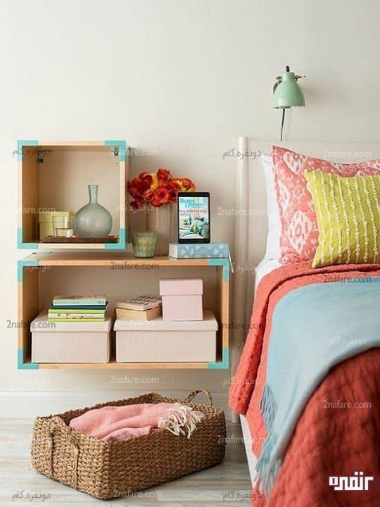 یک دکور جذاب با جعبه های چوبی زیبا با نوارهای فیروزه ای