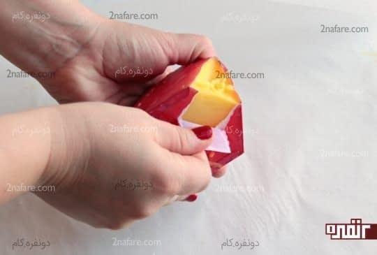 جدا کردن کاغذهای قالب از دور شمع