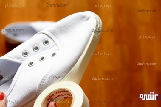 درآوردن بندها و پوشوندن دور کفش با چسب کاغذی