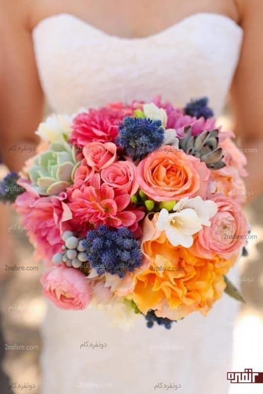 دسته گل تابستانی زیبا از گل های رنگارنگ