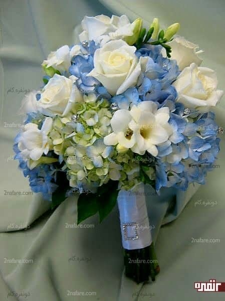 دسته گل زیبای عروس با گل هورتانسیا و رز